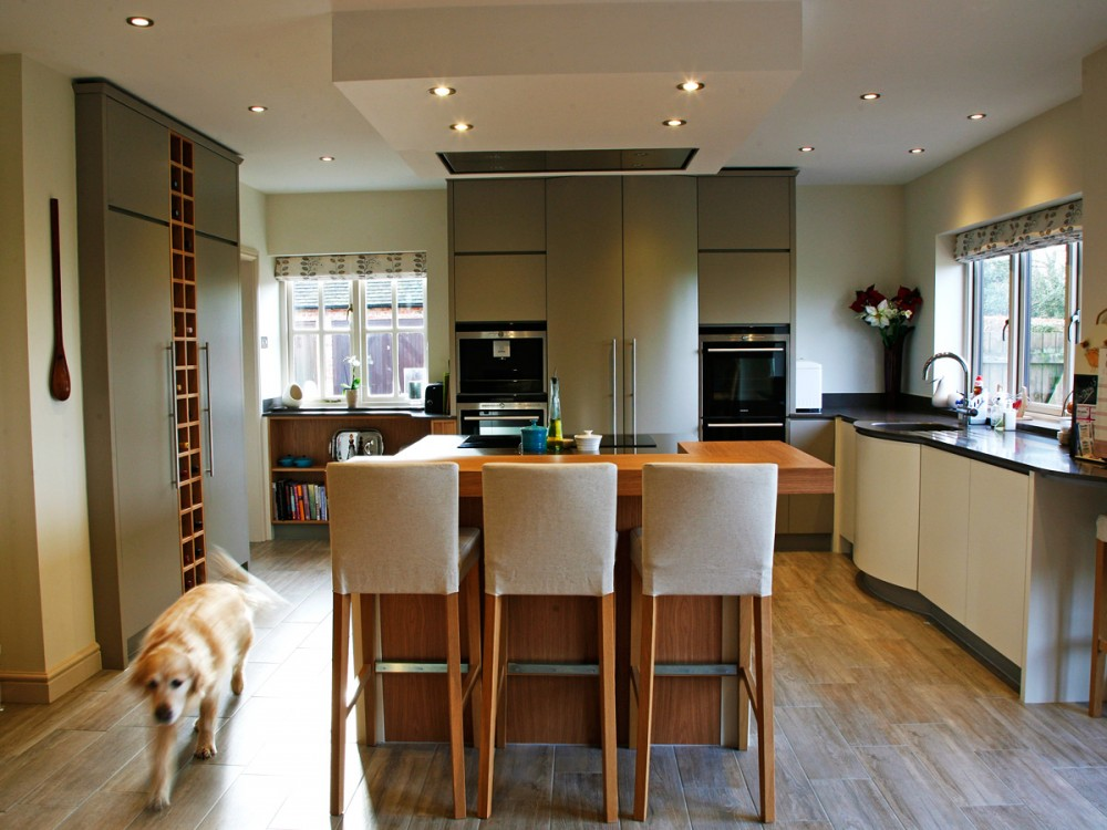 Contemporary bespoke kitchen by Mark Williamson Kitchens